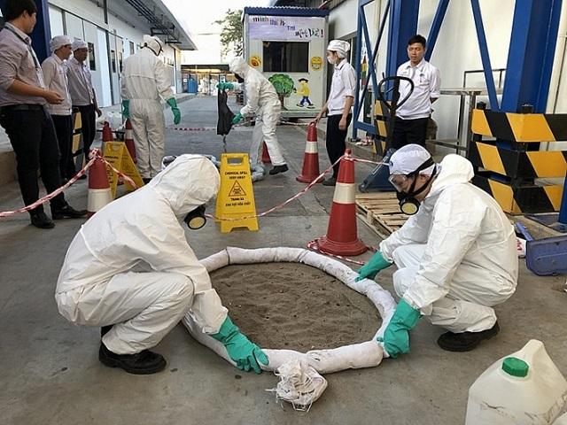 Sử dụng hóa chất trong công nghiệp: Sẽ quản chặt hơn - Ảnh minh họa